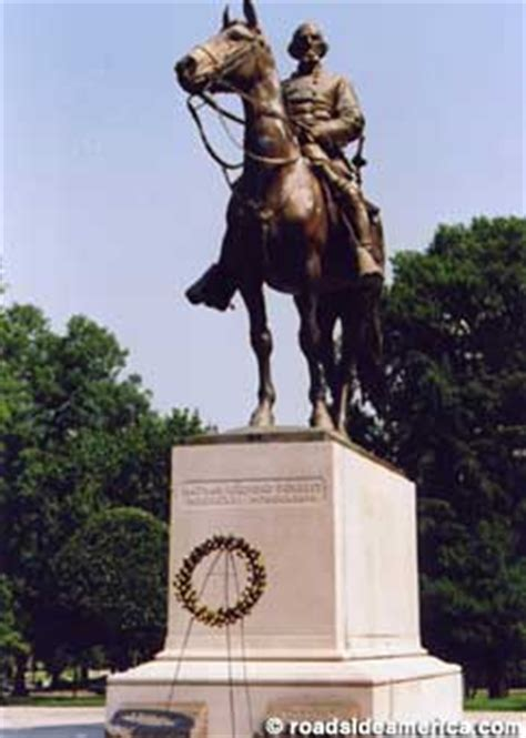 Memphis, TN - Controversial Grave of Nathan Bedford Forrest